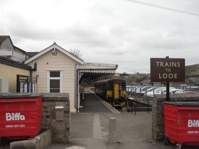Photo of Biffa bins at entrance to Looe branch platform