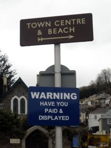Sign pointing to the Town Centre and Beach