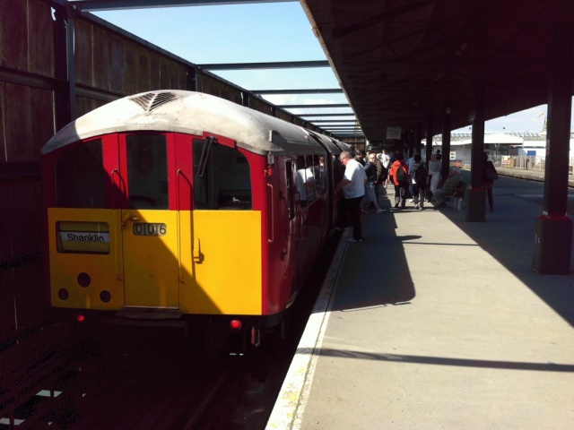 Class 483 train at Ryde Pier Head