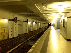 Breitenbachplatz platforms